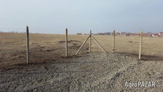 Ограда с Циментови колове и Поцинкована Мрежа